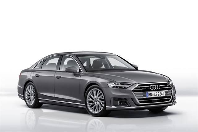 Audi ampl a la gama de equipamiento para el a8 con un for Audi a8 exterior 2017