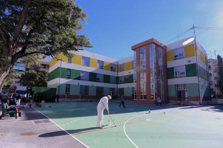 Limpieza de colegios: FCC asumirá el servicio con toda la plantilla ...