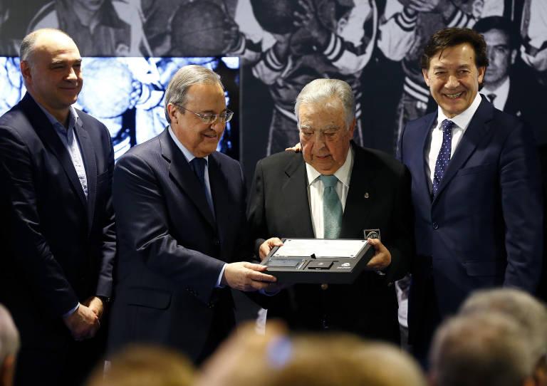 El Real Madrid reconoce a Ferrándiz como Socio de Honor por ser ... b08bce49efd21