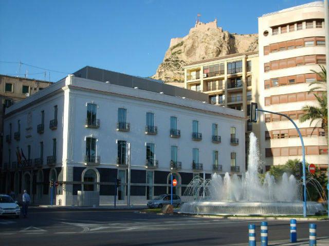 Alicante centraliza toda la atenci n al ciudadano en una for Ayuntamiento de madrid oficina de atencion integral al contribuyente