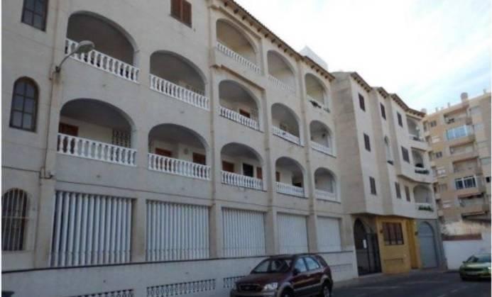 Cajamar pone a la venta 380 inmuebles en alicante for Cajamar valencia oficinas