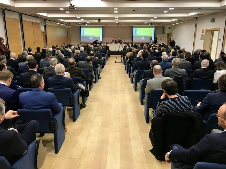 La CEV estudia cambiar su marca para que empresas de Alicante y ...