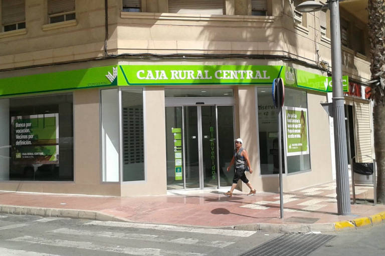 Caja rural central abre en san vicente y alcanza las 75 for Caja murcia valencia oficinas