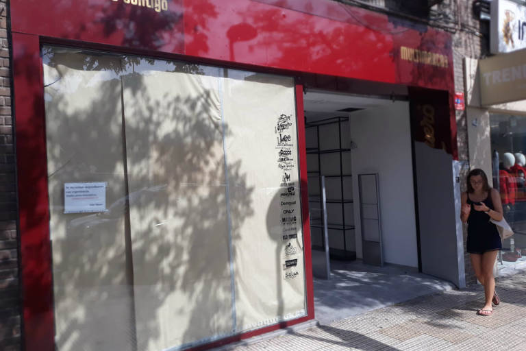 d9806ebf87 MM Shoes abre su tercera tienda en el antiguo local de Don Vaquero frente a  la estación del AVE