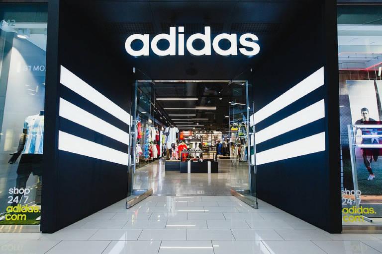 Decimal realeza Incomparable  Adidas rompe con la empresa alicantina que era su principal franquicia en  España y 'cierra' 30 tiendas - Alicanteplaza