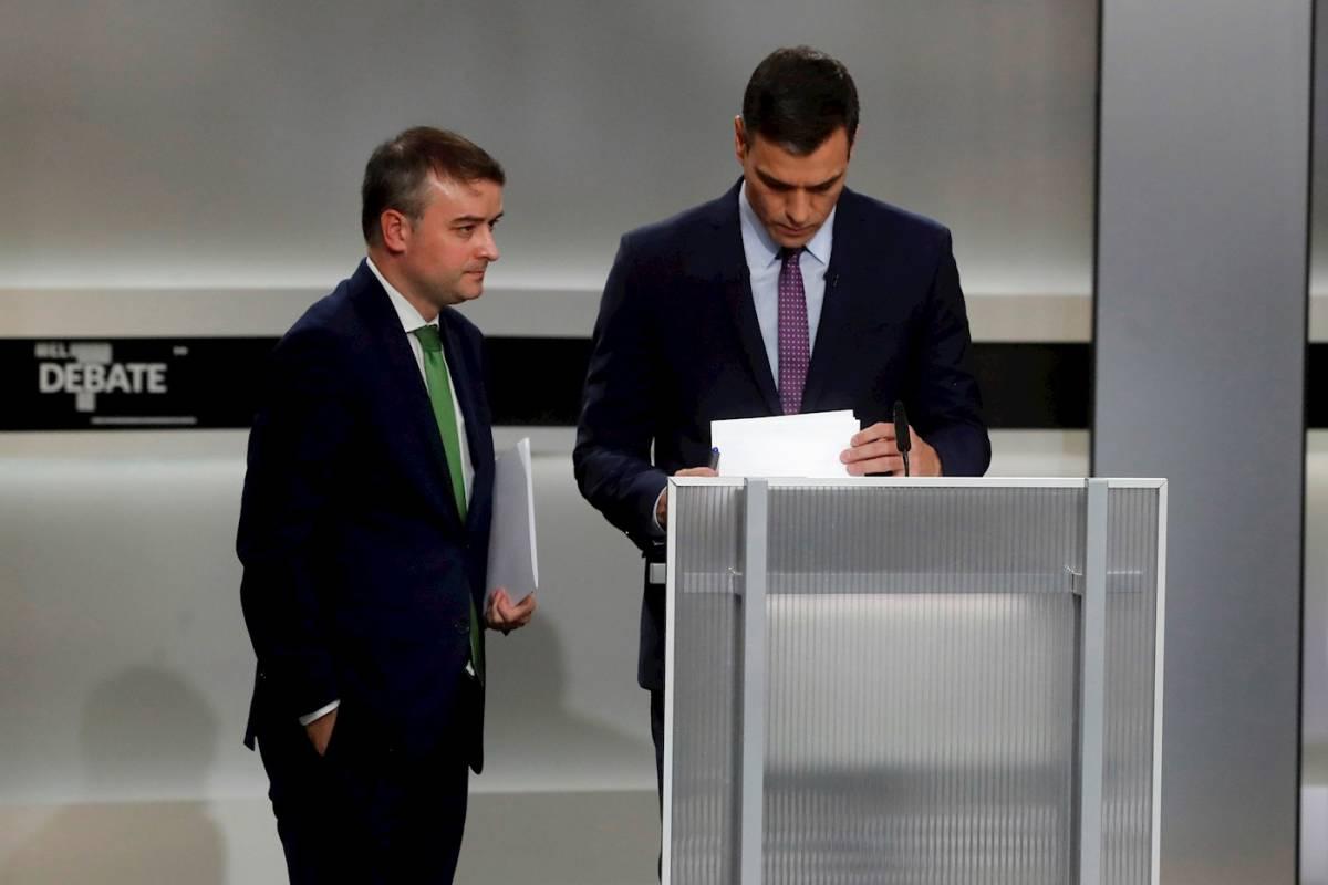 Iván Redondo, jefe de Gabinete de la Presidencia, con Pedro Sánchez. Foto: EFE/JUAN CARLOS HIDALGO